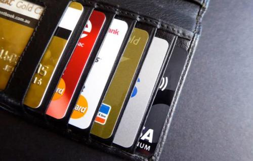Какими карточками выгоднее оплачивать покупки за границей