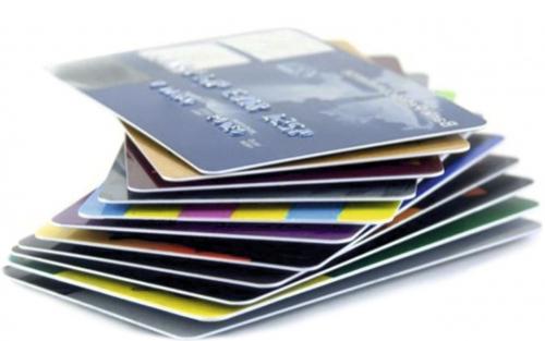«Живым» деньгам приходит конец — ЦБ планирует перевести россиян на карточки