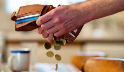 Возвращать заемные деньги становится все труднее